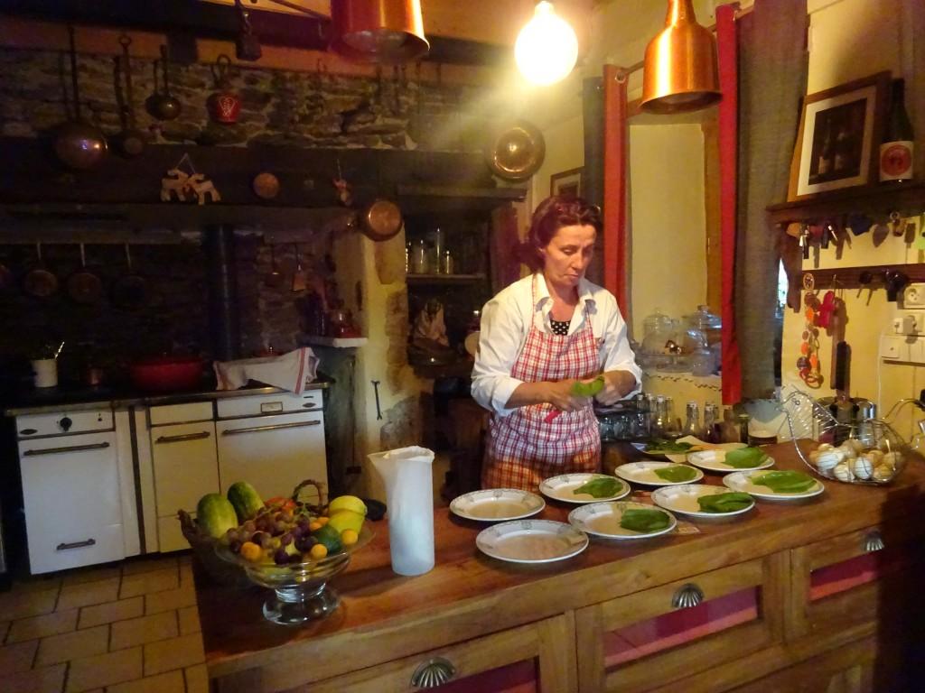 Les Grangettes Table d'hôtes préparation des assiettes