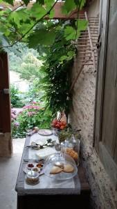 buffet du petit déjeuner sous la véranda